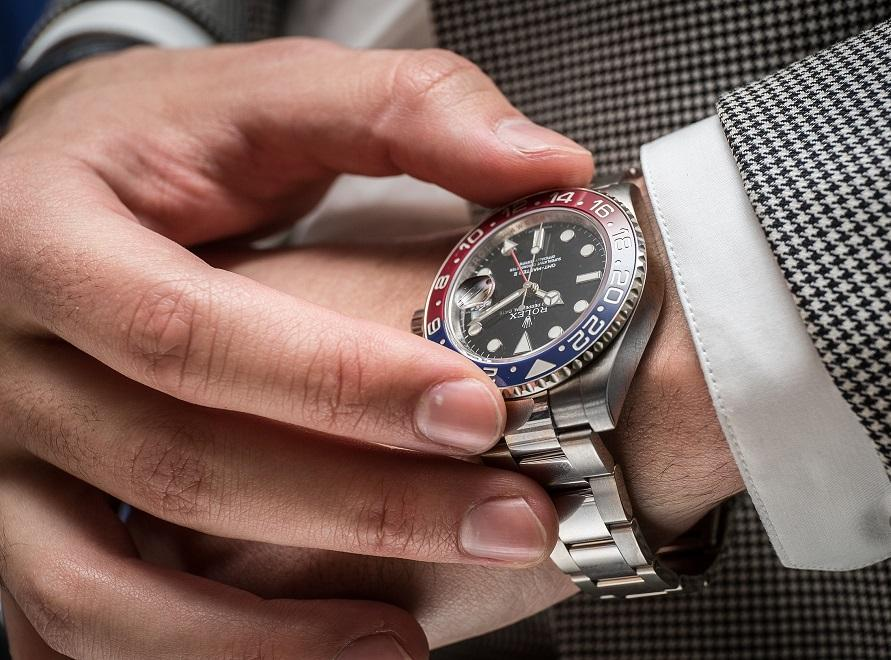 rolex-gmt-master-II-pepsi-bezel-replica-on-wrist
